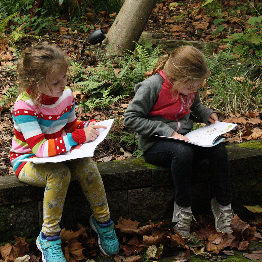 Young-Girls-Reading